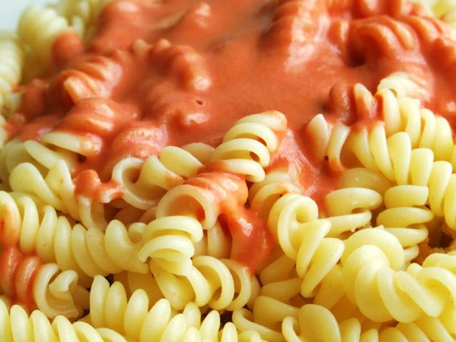spirelli nudeln tomaten soße fussili