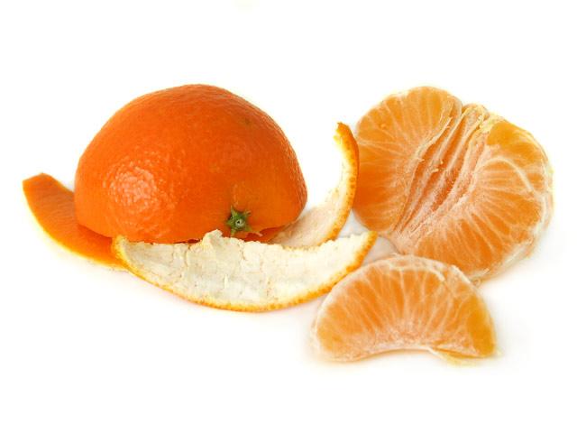 Clementine halb geschält