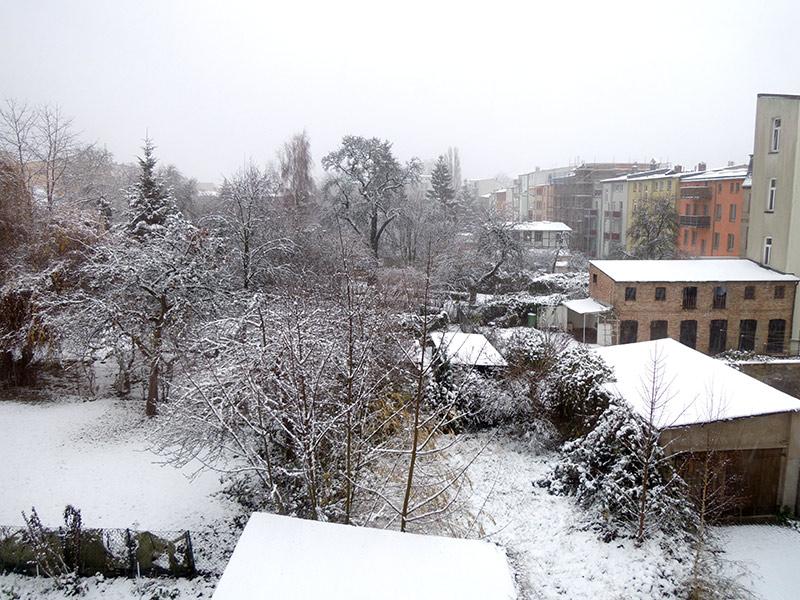 Hinterhof: Winteranfang 2012 mit Schnee
