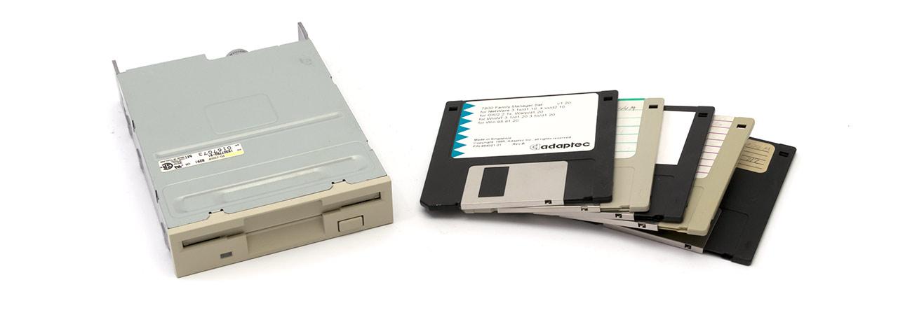 Disketten-Laufwerk 3,5-Zoll (TEAC) und Disketten