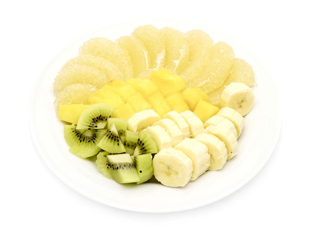 Obstteller: Ananas,  Banane, Sweetie und Kiwi