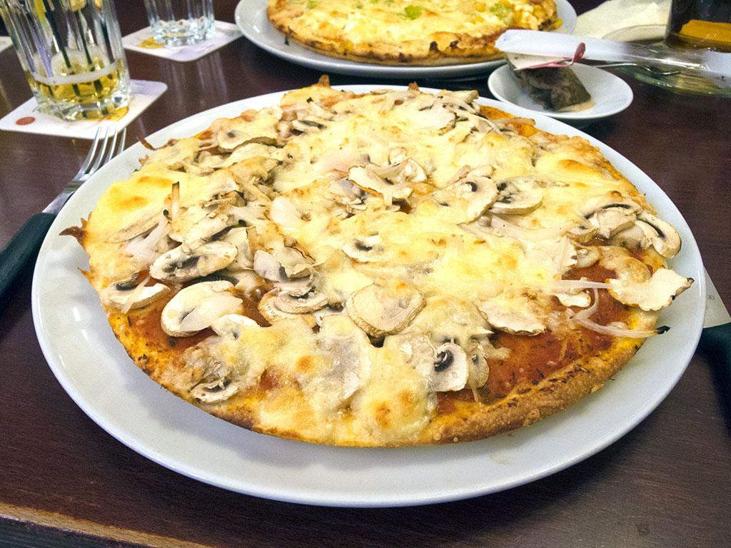 Pizza-Funghi (Café und Restaurant Amadeus in Hildesheim)