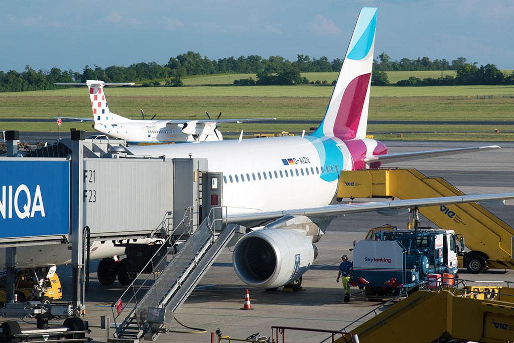 Wien Abflug Eurowings Airbus A320 D-AIZV