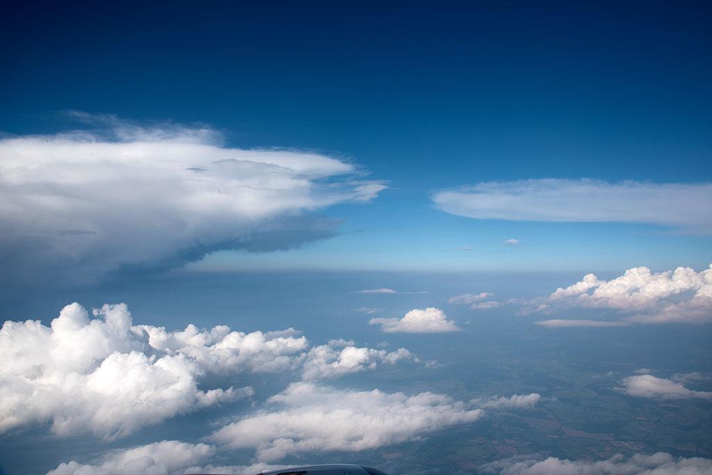 Flug Hamburg – Wien, über den Wolken