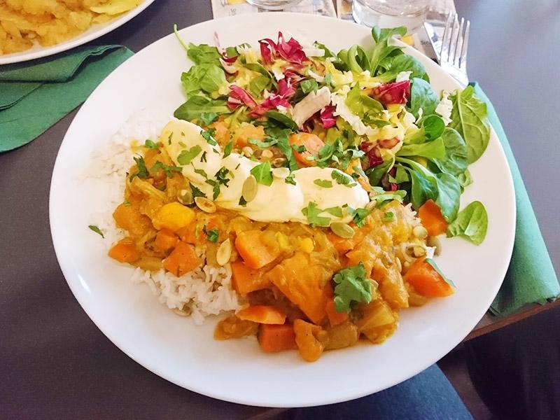 MÜLLERS Cafe-Bistro-Kneipe in Schwerin – Curry mit Kürbis, Möhren & Süßkartoffeln und Reis