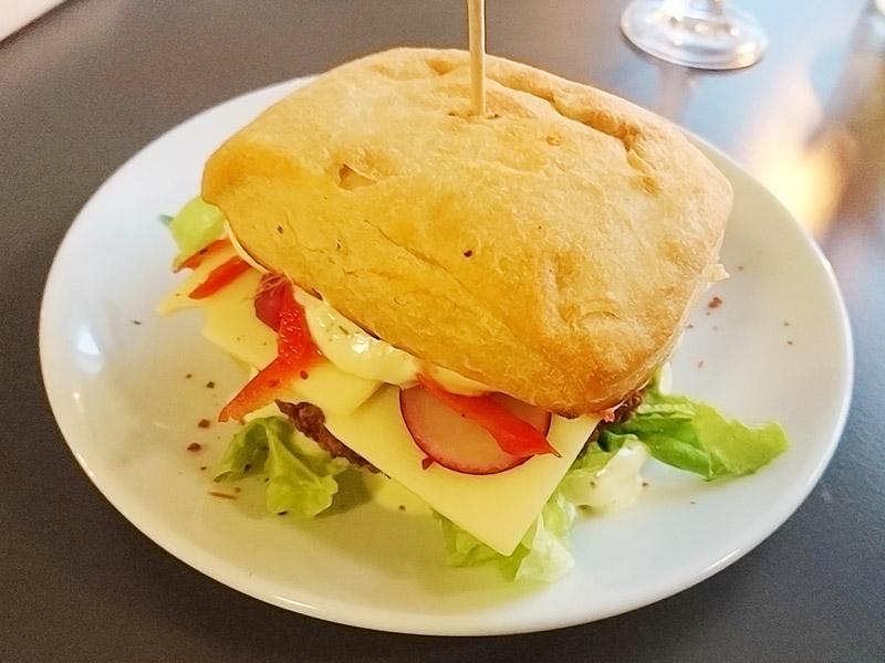 MÜLLERS Cafe-Bistro-Kneipe in Schwerin – Falafel-Burger