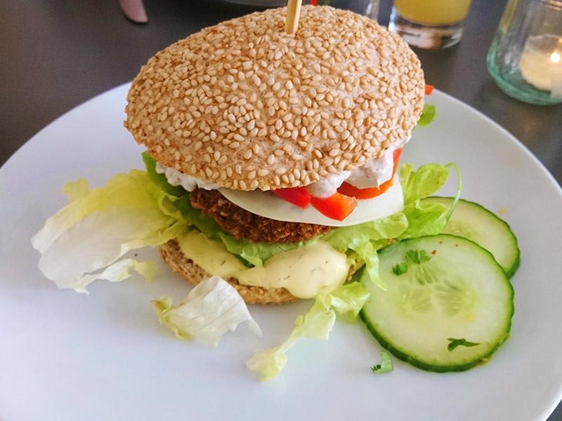 MÜLLERS Cafe-Bistro-Kneipe in Schwerin – Grünkern-Burger