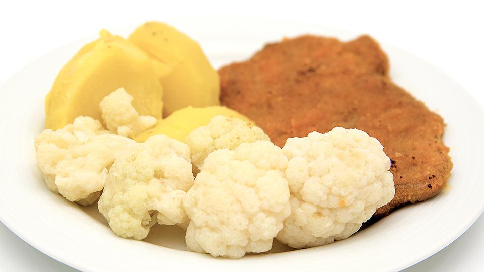 Blumenkohl mit Kartoffeln und Schnitzel