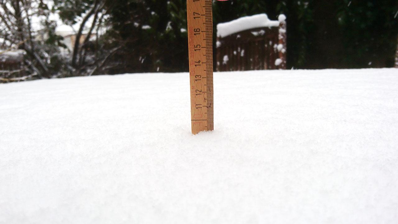 Ostern 2018 – Schnee in Schwerin (10 cm auf Tisch)
