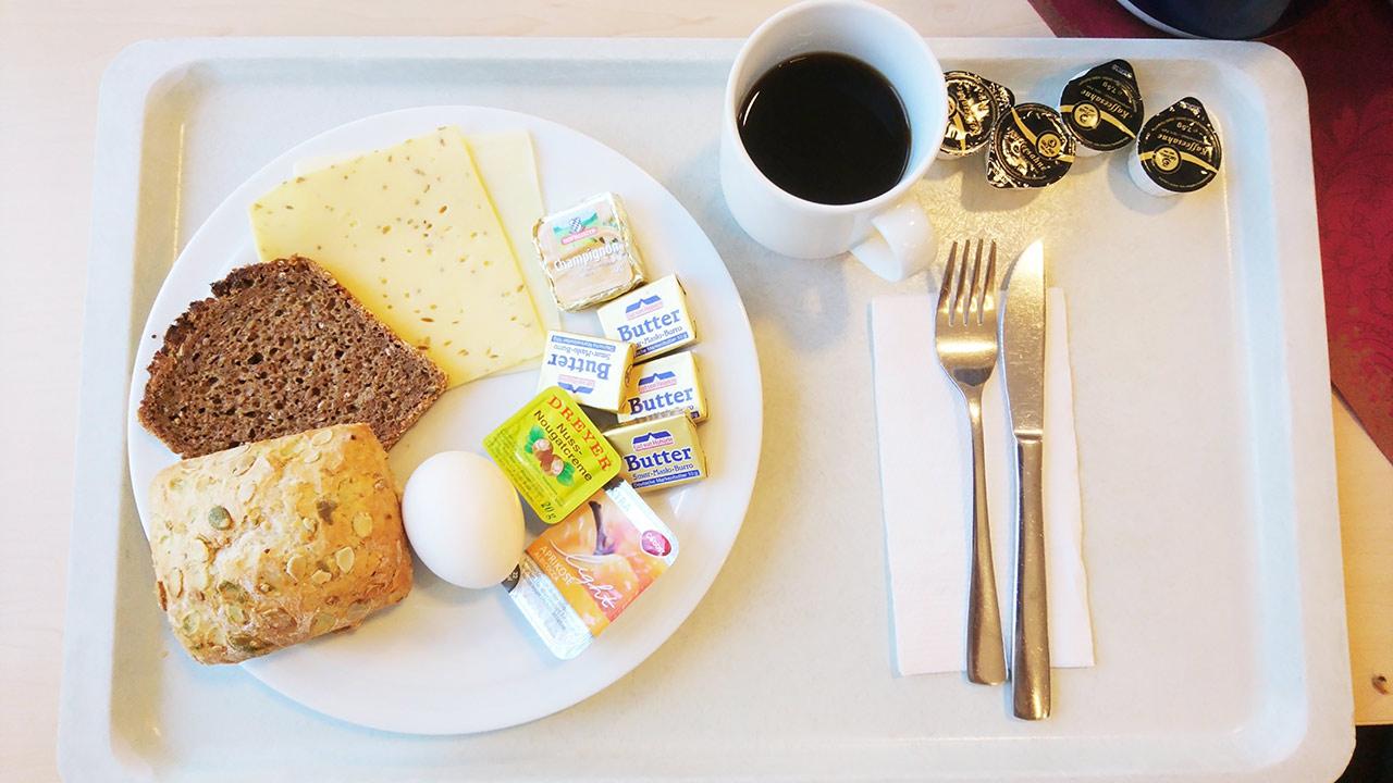 Frühstück in der Reha-Klinik (1)