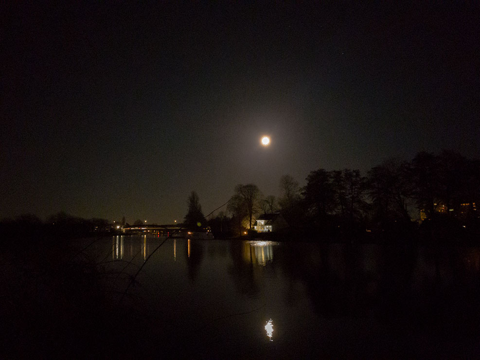 Vollmond in Berlin Spree Februar 2021